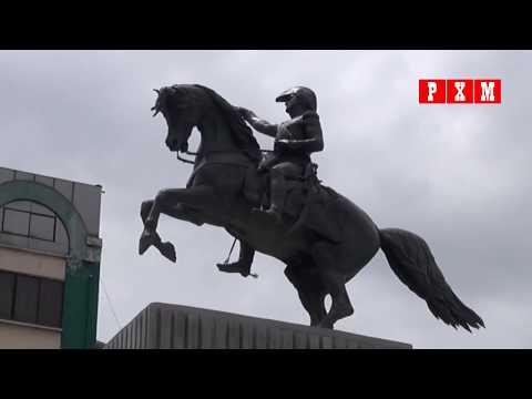 Monumento del libertador de Argentina regresa a la plaza San Martín en la ciudad de La Paz