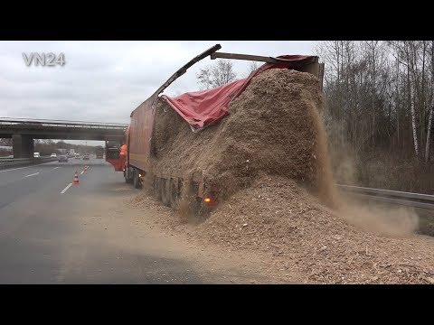 07.12.2018 - VN24 - Truck threatens to break after accident on A2 - Load tilted on motorway