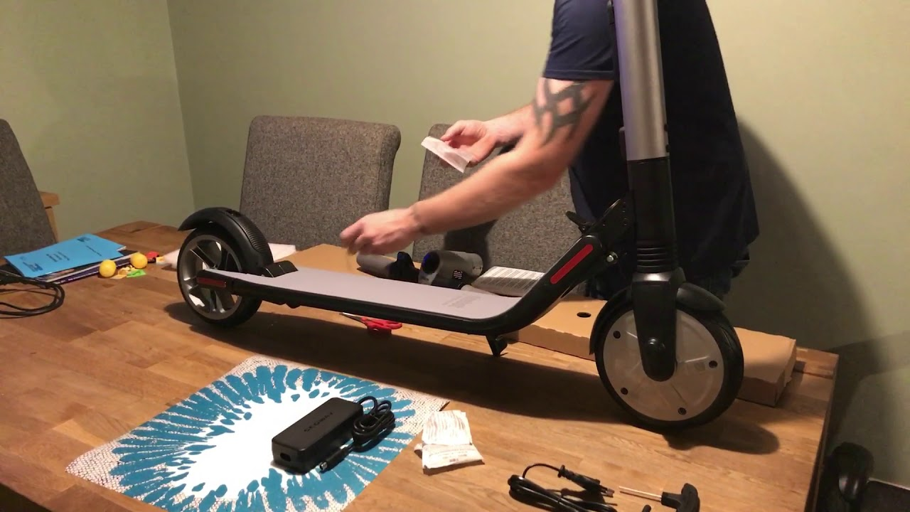 ninebot segway kickscooter es2 unboxing uk youtube. Black Bedroom Furniture Sets. Home Design Ideas