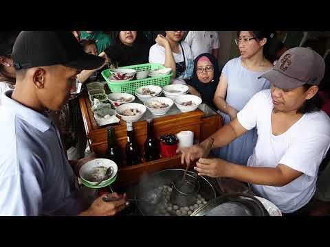 lezatnya-bakso-kikil-pak-jaka---jalan-surya-kencana,-bogor--indonesian-food-street