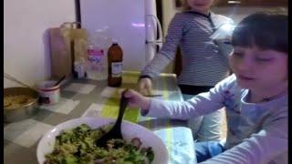 Дети Индиго готовят Вкуснейший зелёный салат из пророщенной гречки!  Видео   рецепт как приготовить(Вкуснейший зелёный салат из пророщенной гречки! Видео - рецепт (как приготовить), 2016-04-30T15:54:46.000Z)