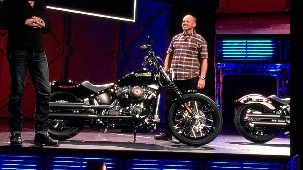 2018 Harley Davidson Street Bob >> New Street Bob 2018 Brass Collection Harley-Davidson 2018 - Presentation in Los Angeles - YouTube