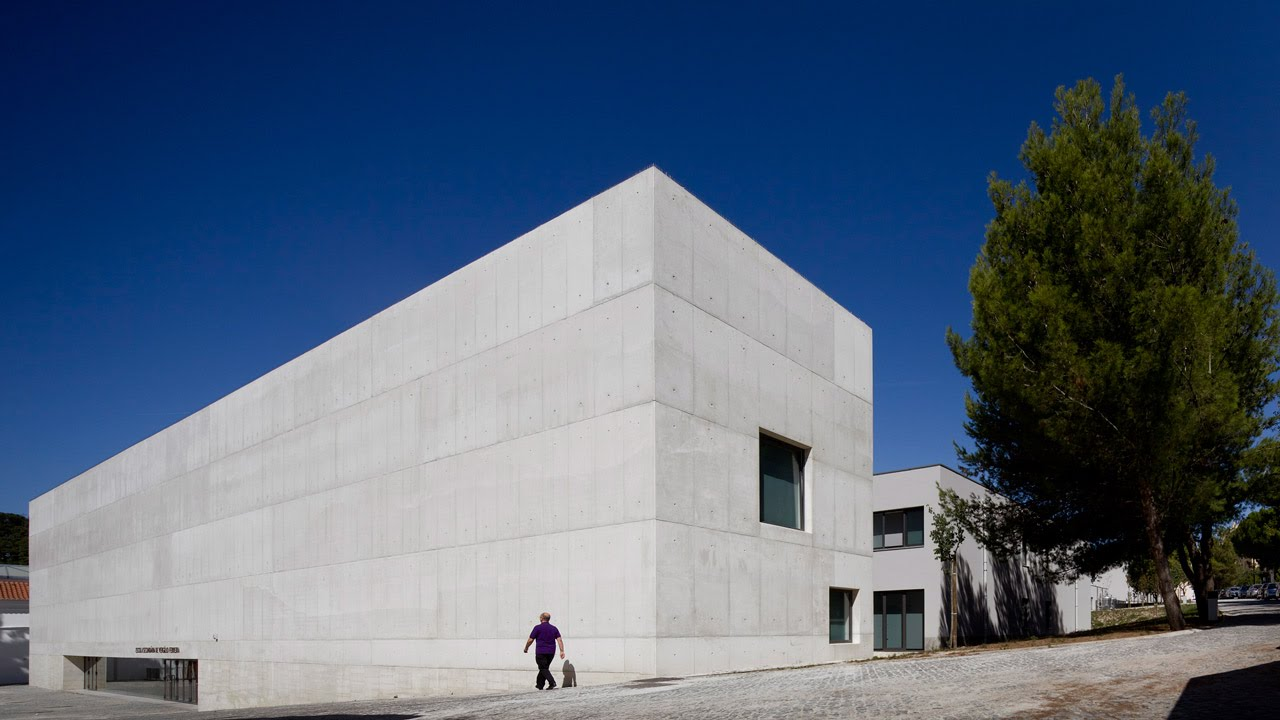 atelier central arquitectos adds white concrete lobby and golden
