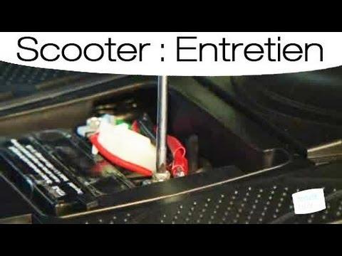 apprendre d monter une batterie de scooter youtube. Black Bedroom Furniture Sets. Home Design Ideas