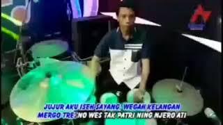 Gambar cover Via Vallen - Wegah Kelangan (Official Music Video)