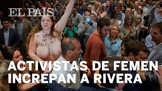 Dos activistas de Femen han increpado en Málaga a Albert Rivera