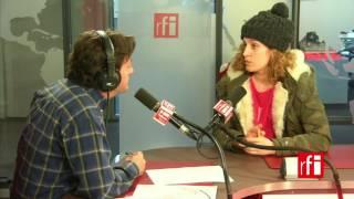 La actriz y directora de teatro argentina Heidi Steinhardt con Jordi Batallé en El invitado de RFI