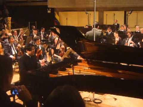 La Orquesta Sinfónica de Venezuela y el Pianista Sadao Muraki