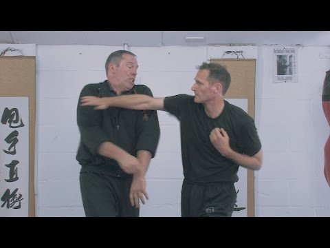 Wing Chun Kung Fu Shoulder Roll in Chi Sau