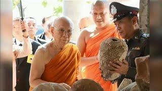 สมเด็จพระสังฆราช เสด็จตรวจเยี่ยมขุดค้นพบเศียรพระพุทธรูปอายุ 400 ปีที่ จ.ปทุมธานี