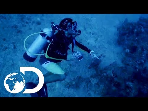 Diving For The Wreck Of Escobar's Submarine | Finding Escoba