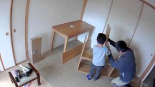 子供と一緒に学習机を組み立てた。 5秒間隔のタイムラプスで撮影したが...