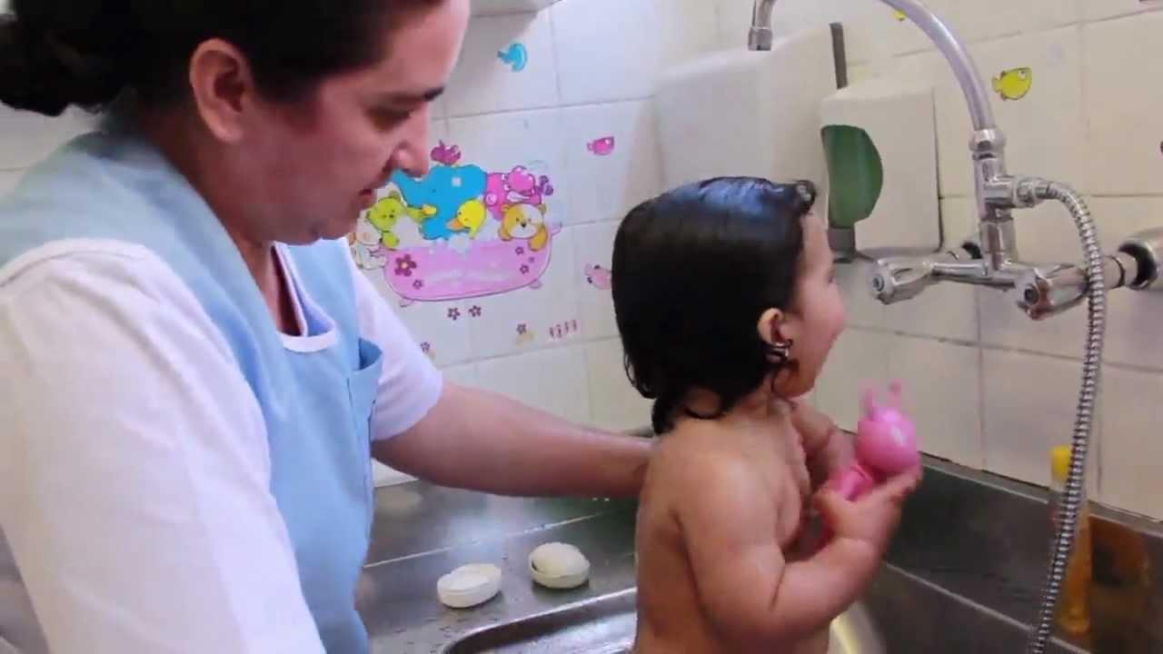 Nova Escola  Hora do Banho na Creche  YouTube
