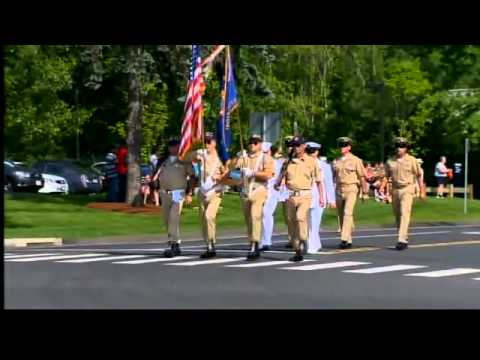 Parade honors veterans, firefighters