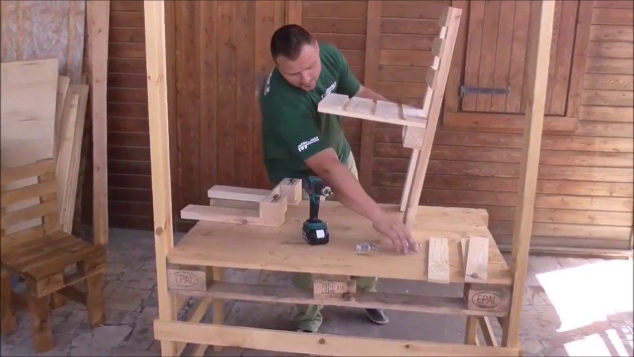 Sedie Con Pallet.Assembly Chair In Pallet