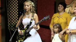 Молодожены посвятили песню своим родителям