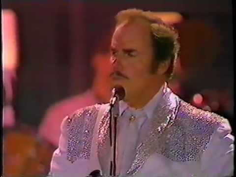 Slim Whitman Sings Rose Marie Live in Ireland