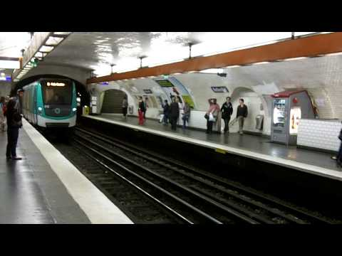 Paris - Montmartre - Gypsies - Metro