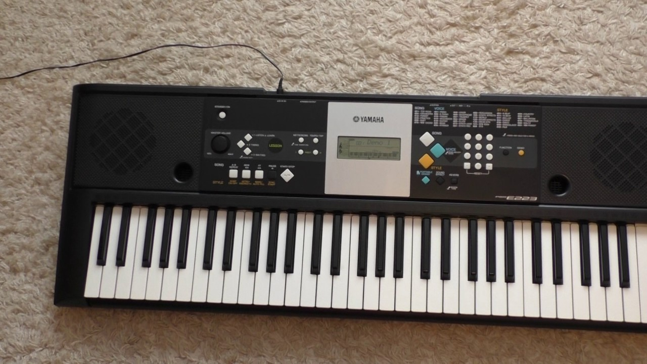 Yamaha psr-e223 keyboard with 61 keys, 375 sounds, portable grand.