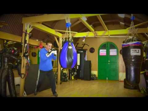 Heavy bag skills for beginners - Boxers  Swing Step - loop 1
