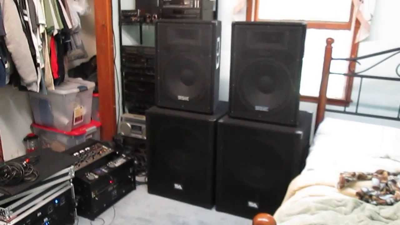 DJ Setup Seismic Audio Speakers With 18 SA Subs