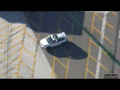 Los Angeles Sheriff's deputies are in pursuit of a stolen SUV 8 16 17