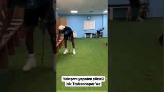 Trabzonsporlu oyuncular maç sonu soyunma odasını temizledi