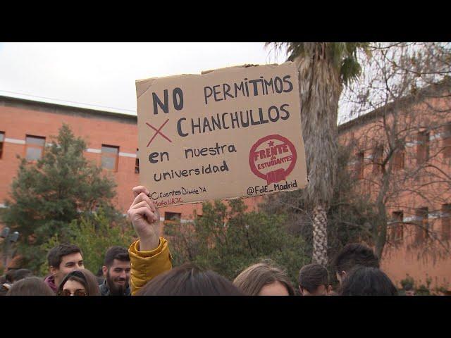 Estudiantes de la URJC exigen la dimisión de Cifuentes