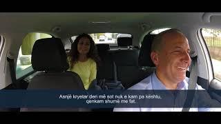 Selim Pacolli u sherben qytetareve si taksist