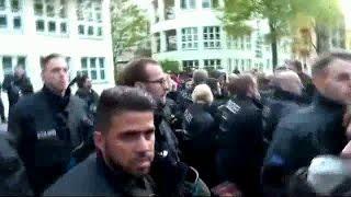 Staatsgewalttätige Räumung einer besetzten Ferienwohnung - Maybachufer Berlin