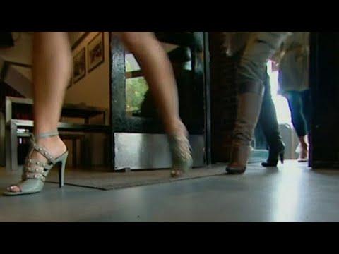 Melbourne school SLAMMED for teaching girls how to walk in heels