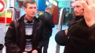 За 20 грамм молока вызвали охрану в 'Таврия в'(В николаевском супермаркете разгорелся скандал из-за 20 граммов молока В Интернете появилось видео, снятое..., 2014-03-27T21:51:51.000Z)