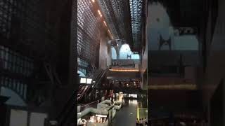 京都駅の天井が崩落する瞬間