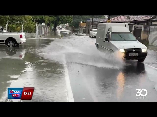 Vídeos mostram ruas alagadas em vários bairros da Capital- O Povo na TV
