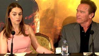 Emilia Clarke et Arnold Schwarzenegger à Paris - T...