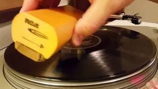 How to use the RCA Discwasher for Surface Cleaning Your Vinyl Records