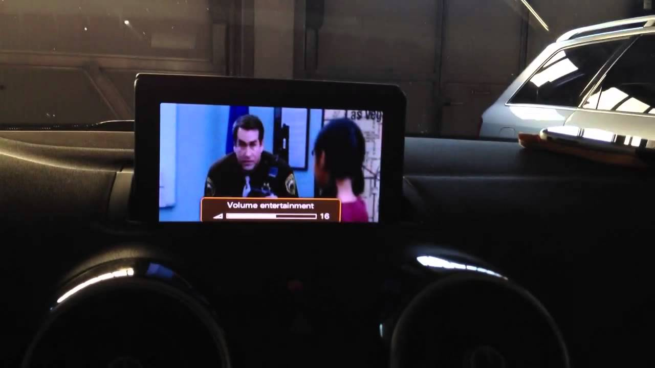 Audi A1 + AMI RCA Cable + iPhone demonstration, RMC MMI 2G