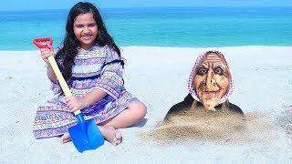 शफा अपनी नानी के साथ beach पर खेलते हुए!!!!
