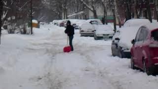 Беларусь: Дворы и улицы замело снегом, но не у чиновников