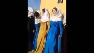Irak'ta Kızlar güzelleri düğünde böyle gösteriyor.