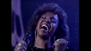GLADYS KNIGHT - Free Again / I Will Survive (LIVE)