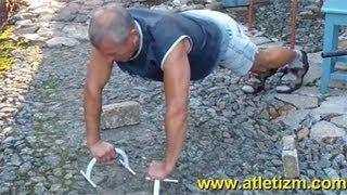 Отжимания от пола: упражнение для трицепса(http://atletizm.com.ua/ - сайт об атлетизме, единоборствах и здоровом образе жизни. Отжимания от пола - это простейшее..., 2012-09-22T07:45:15.000Z)