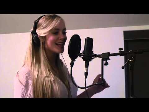 Дети таланты поют. У Девушки  божественный голос !