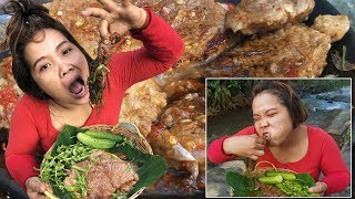 New Primitive Technology - Eating delicious - Cooking Meat Cow Recipes At Riverside