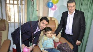 كابتن أحمد حسن والاعلامى عمرو الليثى فى حملة نبض الحياة للتبرع بالدم