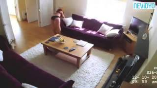 Temizlikçiyi gizli kameraya alan ev sahibi şok oldu