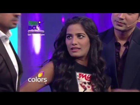 Poonam Pandey Promises To Strip if Rowdy Bangalore wins Frooti BCL match