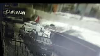 "Около ТЦ ""Апельсин"" трамвай упал на машины"
