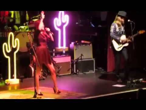 kacey musgraves we're just blowin smoke Manchester 2014