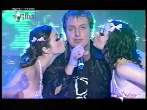 """Roby Rossini canta """"Tanz Bambolina"""" (2004 / Rai 2 - Cd Live)"""
